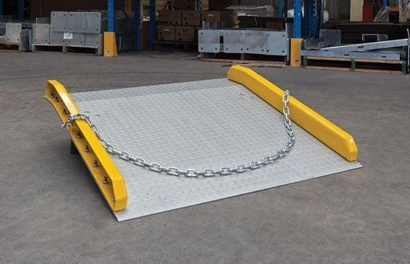 Aluminium Dock Board chains and shackles 2