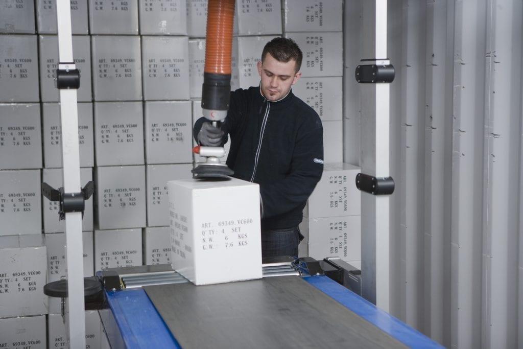 Vaculex ParceLift partnered with telescopic conveyor