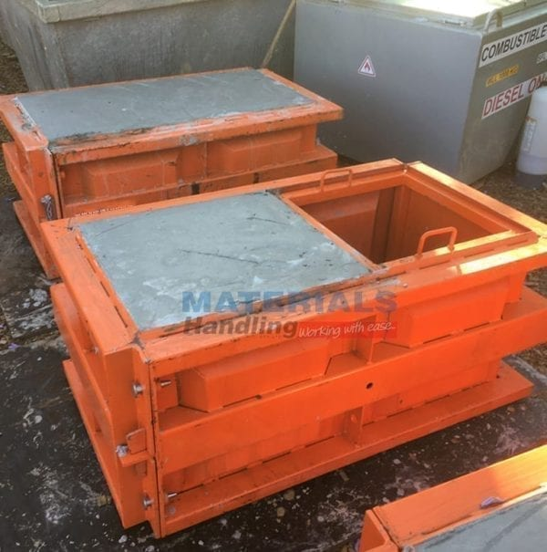 Concrete Mould MCWM12 with MCWMH insert concrete blocks formed