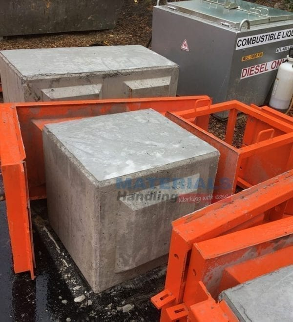 Concrete Mould MCWM12 with MCWMH insert finished blocks